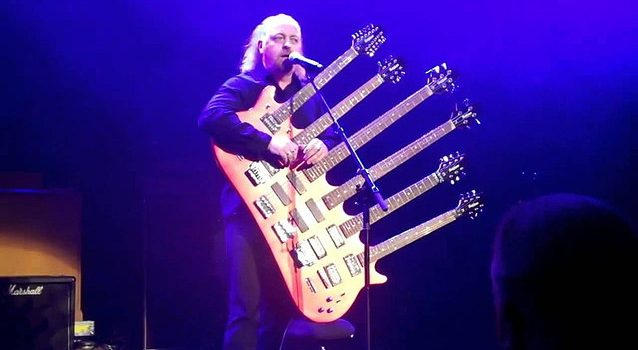 Playing a multi-neck guitar: What you need to know!