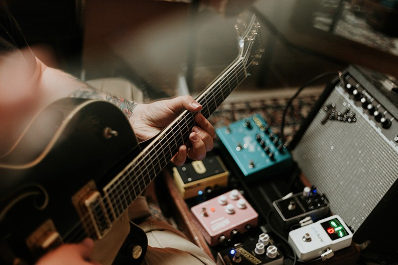 guitars with pedals